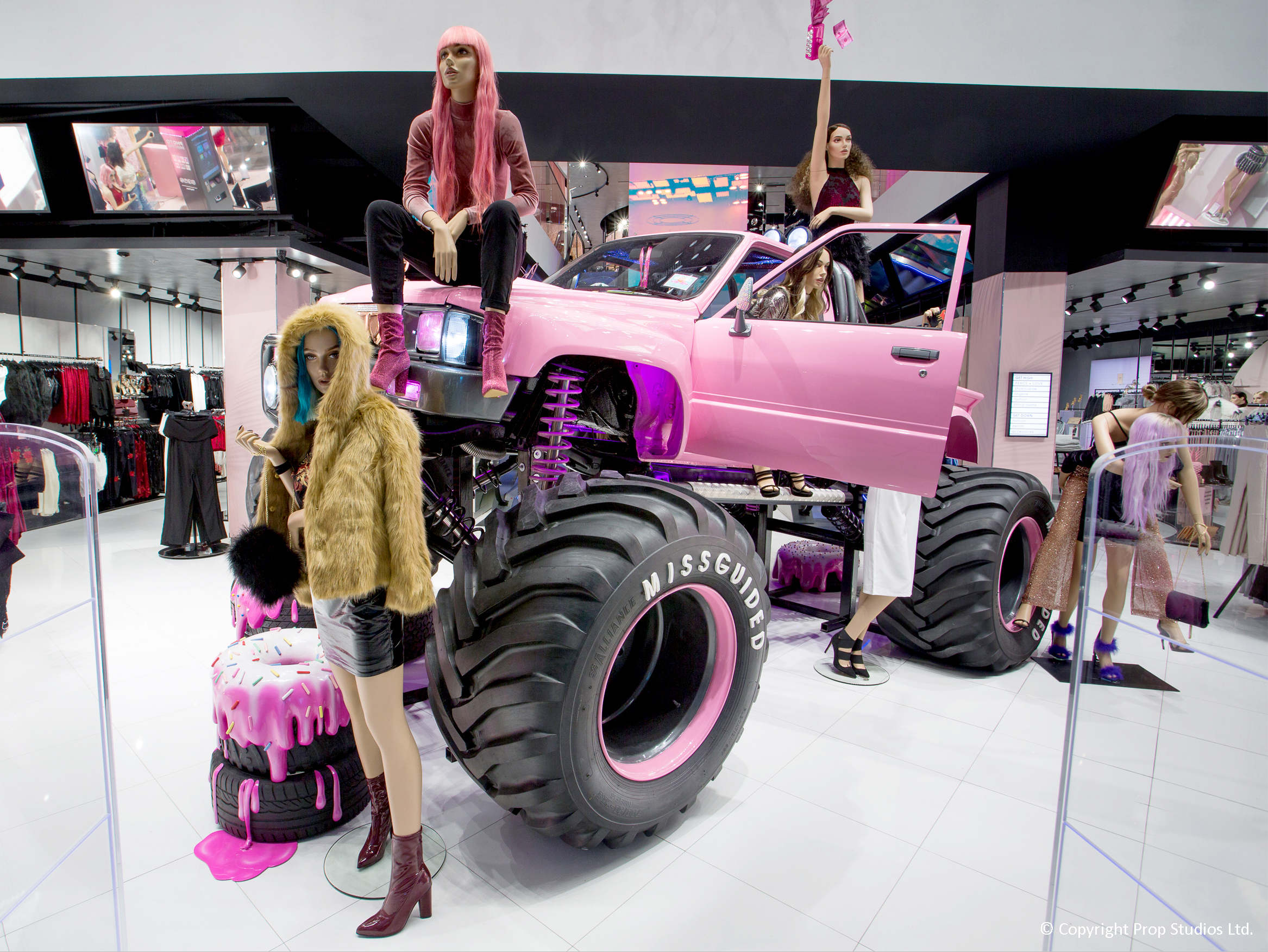 MISSGUIDED visual merchandising