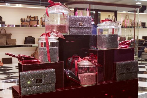 To complement the displayed products, Prop Studios created glass jar containing pink and grey glitter