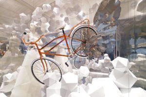 To capture the imagination of Hyundai customers, Prop Studios produced a bespoke rose gold bicycle with contrasting silver wings, suspended in a sky of geometric clouds
