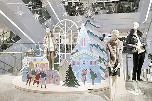 Prop Studios' concepts provided ways of beautifully conveying the family scenes and creating the warmth of the season for Hyundai customers